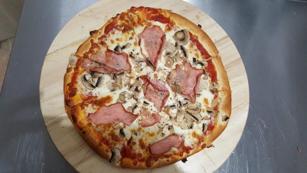 Pizza Capriciosa - Zielona Oliwka Czastary