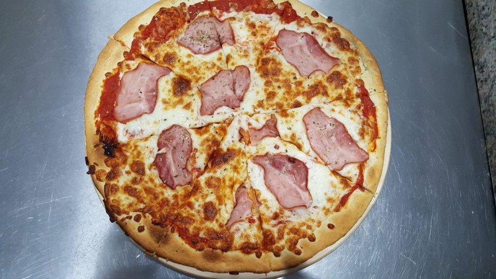 Pizza Prosciutto - Zielona Oliwka Czastary